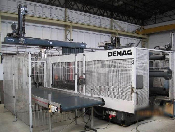 Used Demag D 650 7000 NC3 Injection Moulding Clamping force up to 1000 T